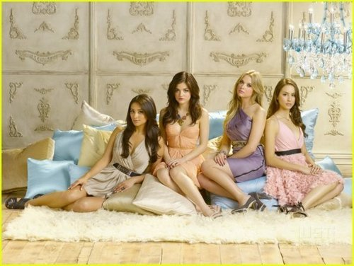 Pretty Little Liars - Season 2 - New Cast Promotional foto