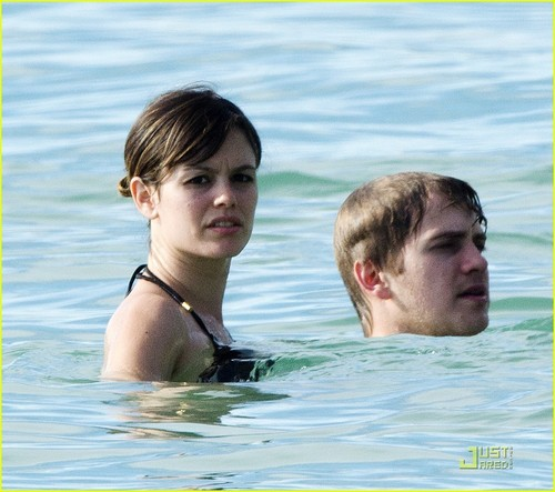 Rachel Bilson: Barbados with Hayden Christensen!