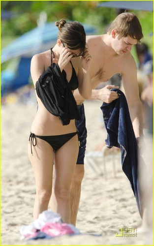 Rachel Bilson wallpaper with a bikini called Rachel Bilson: Barbados with Hayden Christensen!