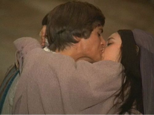 a review of the moovie romeo and juliet directed by franco zeffirelli When romeo (leonard whiting), a handsome young montague, disregards convention by attending a capulet ball, he falls in love with the beautiful juliet (olivia hussey), a.