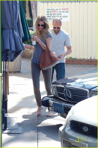 Rosie Huntington-Whiteley & Jason Statham: Cafe Med Lovers!