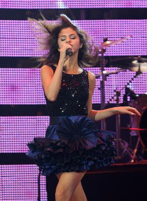 Selena in Tokyo doing संगीत कार्यक्रम