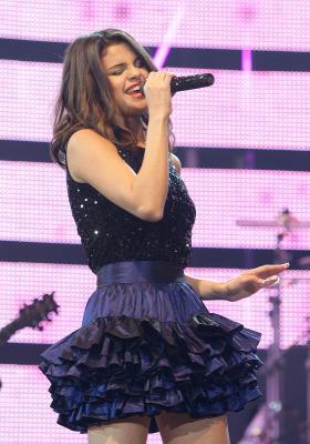 Selena in Tokyo doing concierto