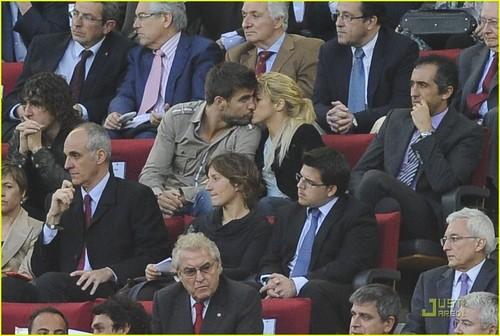 Shakira & Gerard Pique: PDA Pair!