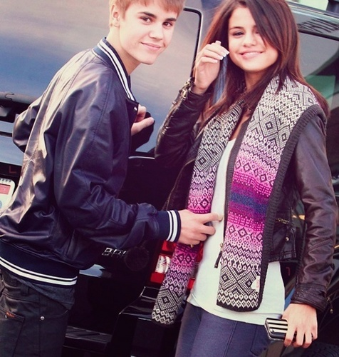Justin Bieber and Selena Gomez wallpaper with a business suit called Support Jelena <3