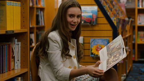 লিলি কলিন্স দেওয়ালপত্র with a bookshop, an athenaeum, and a লাইব্রেরি entitled The Blind Side