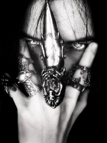 Zarek's claw