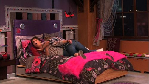Delightful ICarly Wallpaper With A Bedroom, A Twin Bed, And A Hotel Room Entitled  ICarly