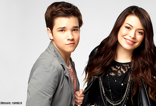 iCarly ooh there is Creddie too close to each other