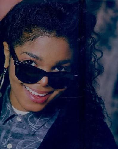 janet ..looks like michael....love it