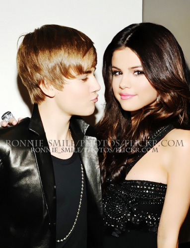 Justin Bieber and Selena Gomez wallpaper possibly with a portrait titled justelenaluv......♥