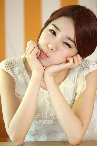 Yoo In Na wallpaper possibly with a portrait called yoo in na