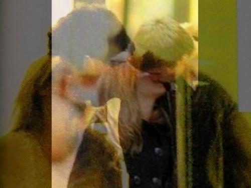 2 same kisses