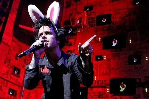 Billie Joe Armstrong ~ Final Performance of 'American Idiot'