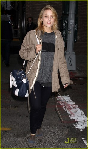 Dianna Agron: 'Filming in NYC Is Simply Wonderful'