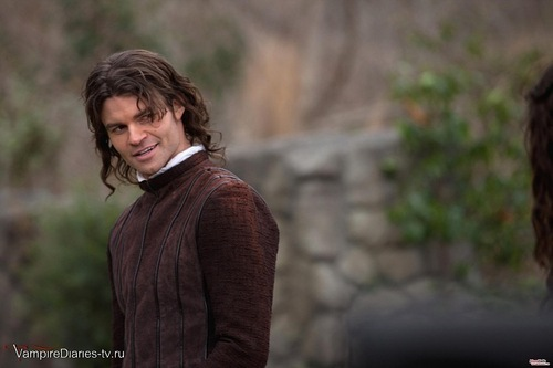 Elijah in 2x19 flashback