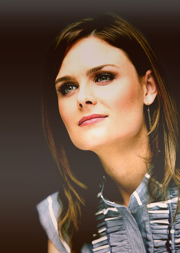 Emily Deschanel fond d'écran with a portrait titled Emily<3