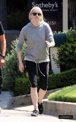 Emma Stone Jogging With Trainer in Los Angeles on 04/22 Candids