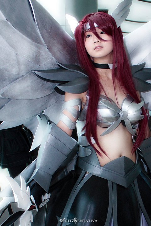 Fairy Tail Erza Scarlet cosplayFairy Tail Cosplay