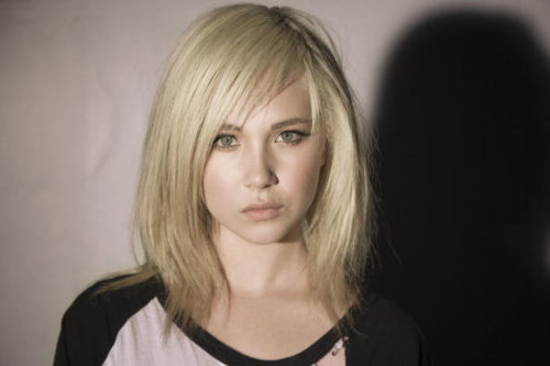 http://images4.fanpop.com/image/photos/21400000/Juno-Temple-demolitionvenom-21403646-500-333.jpg