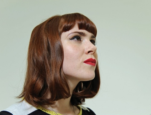 Kate Nash profilo with Red Lipstick and Bangs