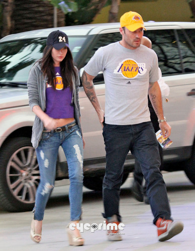Megan 狐狸 at a L.A Lakers Game in L.A, Apr 26