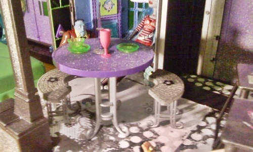 Monster High wallpaper entitled Monster High Custom Made Doll House