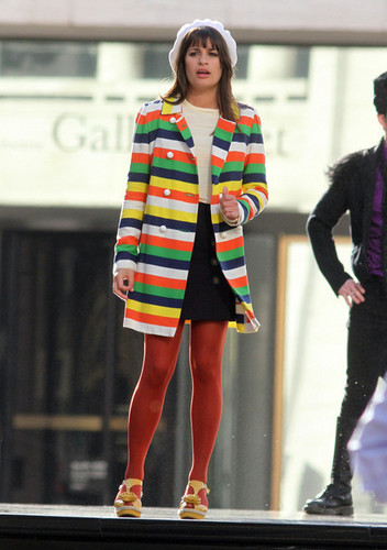 On set of Glee, at the リンカーン Center Foutain | April 27, 2011.