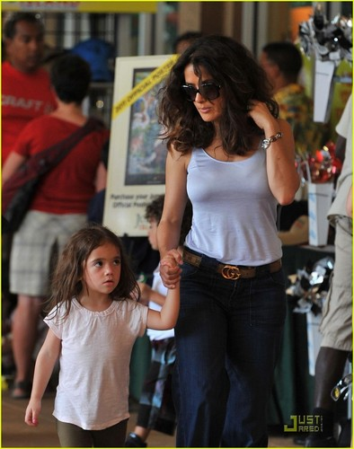 Salma Hayek: Jungle Island with Valentina!