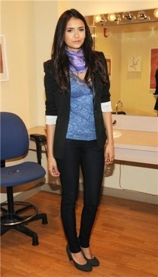 Stills of Nina on the PIX Morning 显示 in NY [27/04/11]!