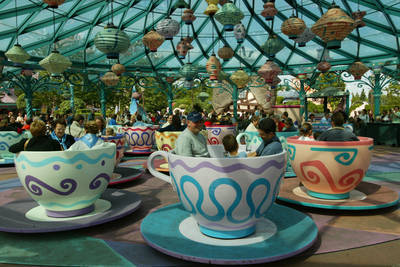 fantasyland- Mad Hatter thee Cups
