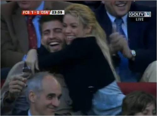 Shakira pique white teeth 2