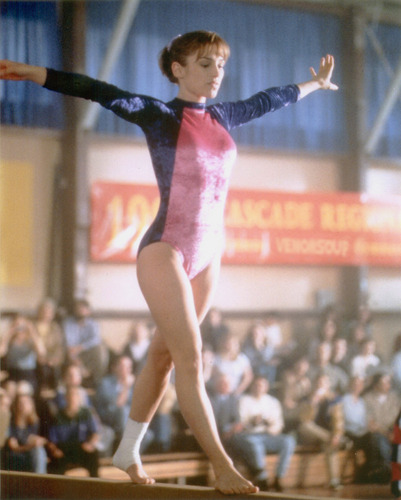 Amy Jo Johnson پیپر وال with a balance beam called Amy Jo Johnson Andie Bradley