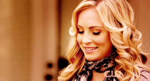 Caroline Forbes Hintergrund containing a portrait titled Caroline Forbes ♥