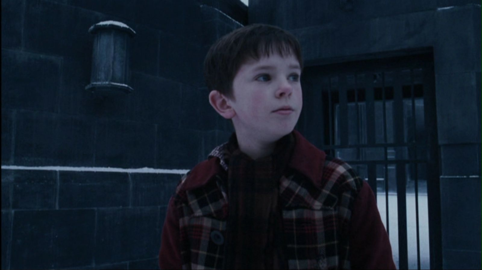 Freddie Highmore Charlie Bucket Pictures to Pin on ...