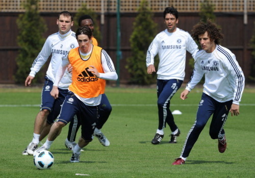 Fernando Torres 바탕화면 probably with a fullback, a tight end, and a 앞으로 titled Chelsea Training