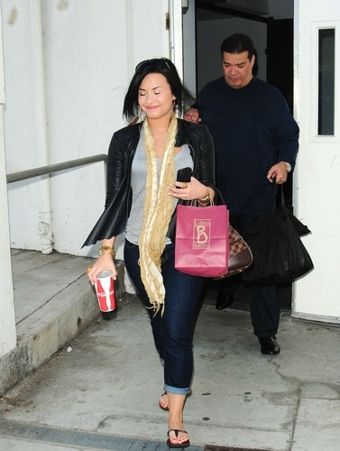 Demi - Arriving at LAX Airport - 28 April 2011