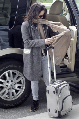 Elizabeth Reaser Catching A Flight At Vancouver Airport