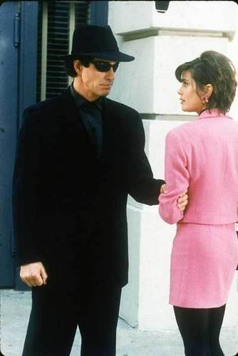 Lois and Clark Hintergrund with a business suit entitled Episode Stills