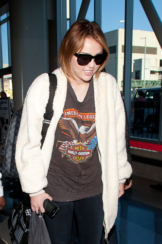 Miley - At LAX Airport (27th April 2011)