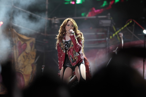 Miley - Gypsy ハート, 心 Tour (2011) - On Stage - Quito, Ecuador - 29th April 2011