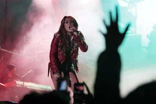 Miley - Gypsy hati, tengah-tengah Tour (2011) - On Stage - Quito, Ecuador - 29th April 2011