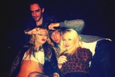 Miley With Her Friends!!