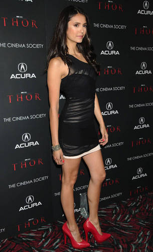 "meer foto's of Nina at The Cinema Society & Acura's Screening Of ""Thor"" [28/04/11]!"