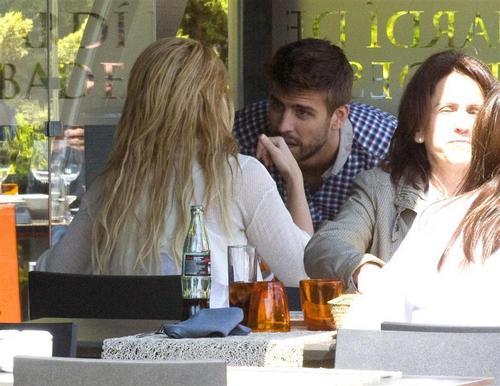 Piqué kiss the hand Shakira
