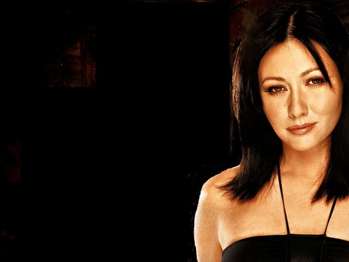 Prue Halliwell wallpaper probably with attractiveness and a portrait called Prue Halliwell