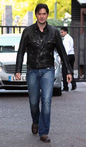 Richard Armitage پیپر وال containing a pantleg, پنٹلاگ and long trousers entitled Rarmitage