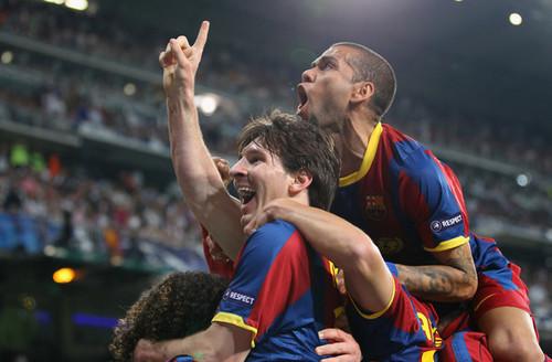 Real Madrid v Barcelona - UEFA Champions League Semi Final (First Leg