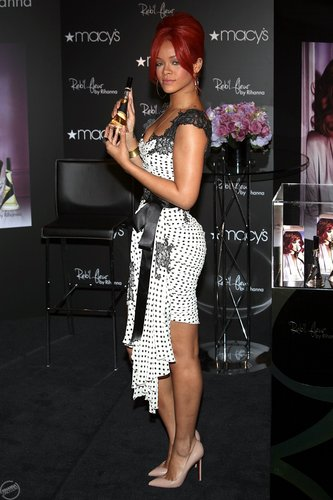 rihanna - Promoting Reb'l Fleur at Macy's Herald Square in NYC - April 29, 2011
