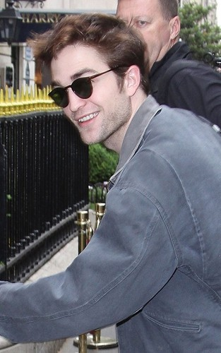 Rob arriving in Paris